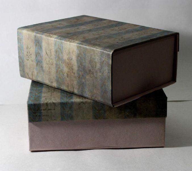 magnetic closures box