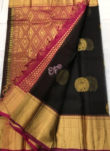 Pure kanchi kora silk sarees with contrast pallu and brocade blouse
