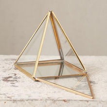 glass box pyramid shape