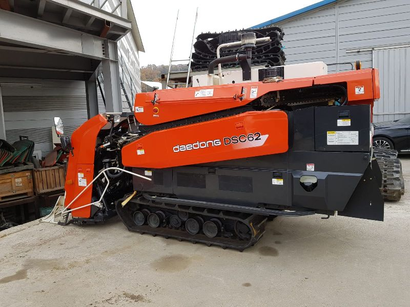 Paddy cutting Combine Harvester