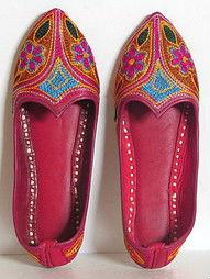 Ladies camel leather mojari