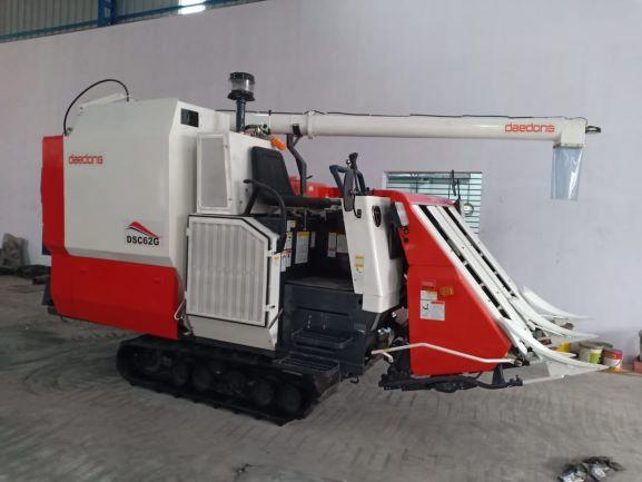 Combine Harvesters (COMBINE HARVESTER MACHINE)