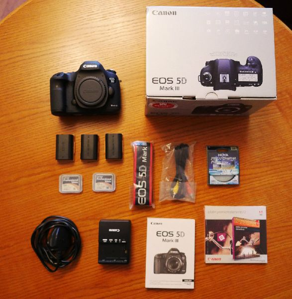 Canon EOS digital slr camera (6787)