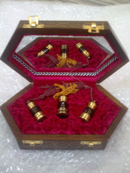 Wooden Box Packing Agarwood Oil