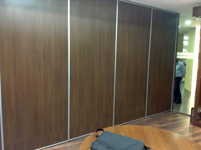 Acoustic sliding folding partition manufacturer for Acoustic folding partitions