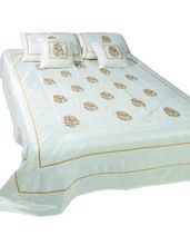 DECORATIVE BEDSPREADS BEDLINEN