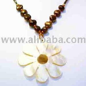 Jewellery Beautiful Shell Flower Beaded Necklace