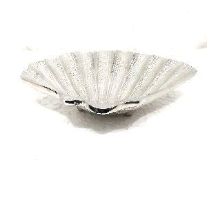 Graminheet Aluminium Crafted Decorative Platters Shape Of Shell 18 Cm