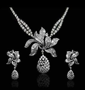 Beagutte Leaf Diamond Necklace Set