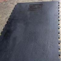 Interlocking Cow Mat with Hammer Top Design