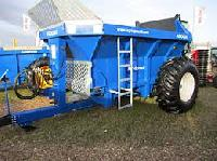 Manure Spreader With Rear Discharge