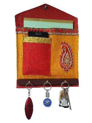 Jute Wall Hanging with Key Holders