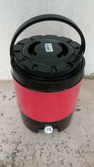 insulated plastic 12 L water jugs