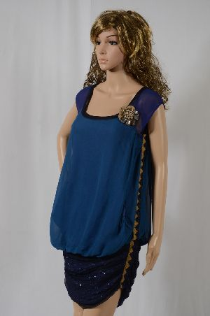 Ladies Rayon Georgette Dress With Crystal Brooch