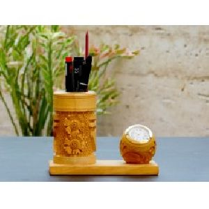 Home Essentials Multi-functional Wooden Pen Stand With Clock