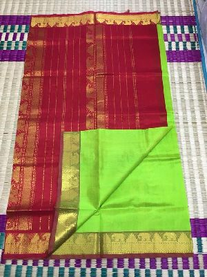 Silk Cotton Plain Sarees In Contrast Pallu