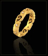 Filigree Gold Diamond Ring