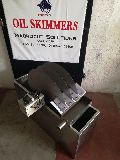 Multi disc oil skimmer